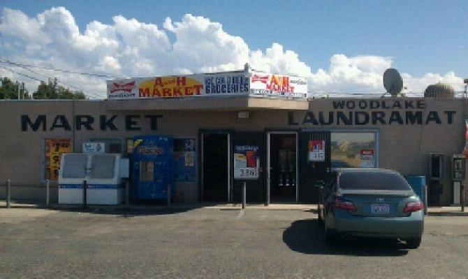 Woodlake, Central Valley Area Market With Laundromat For Sale