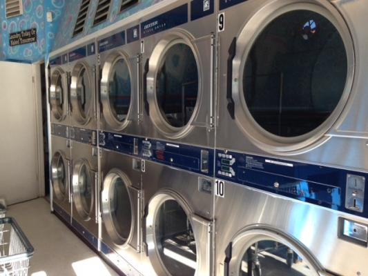San Francisco - Russian Hill Cozy Coin Laundry For Sale