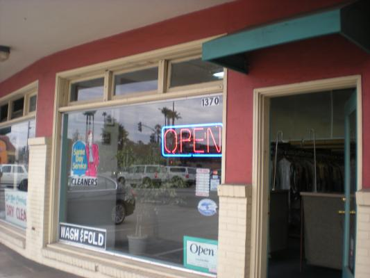 Santa Cruz  Dry Cleaner Plant For Sale