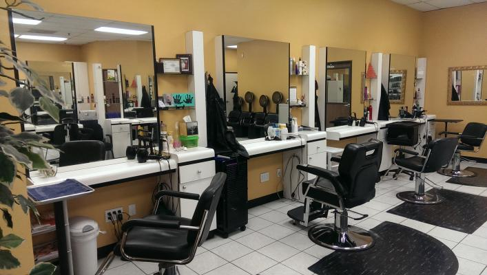 Los Angeles Area Huge Beauty Supply 8 Station Hair Salon Facials For Sale