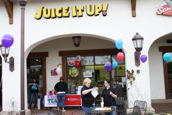 San Bernardino County Raw Juice Smoothie Bar - In Upscale Retail Center For Sale