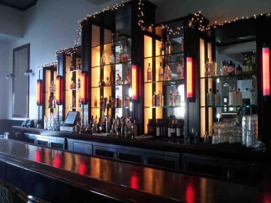 Santa Barbara Area Premiere Bar And Restaurant For Sale