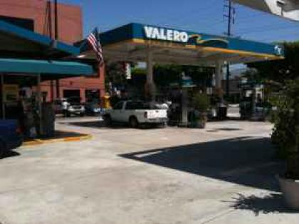 Burbank Gas Station, C-Store For Sale
