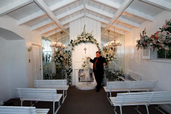 Palm Springs Garden Wedding Chapel For
