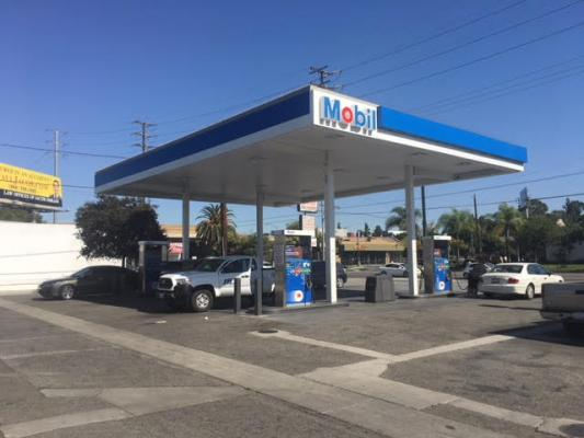 Long Beach, Los Angeles County Mobil Gas Station And Car Wash With Property For Sale