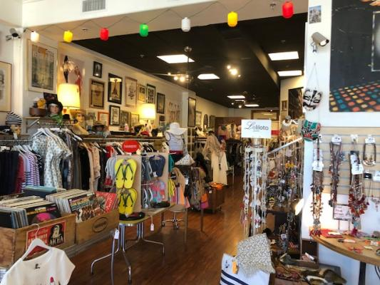 Palm Springs Ladies Boutique Vintage Cothing Items For Sale