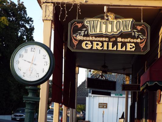 Saloon Steakhouse Restaurant - Restaurant Business For Sale