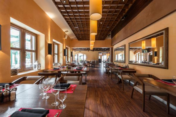 Irvine Restaurant With Liquor License Type 47 For Sale