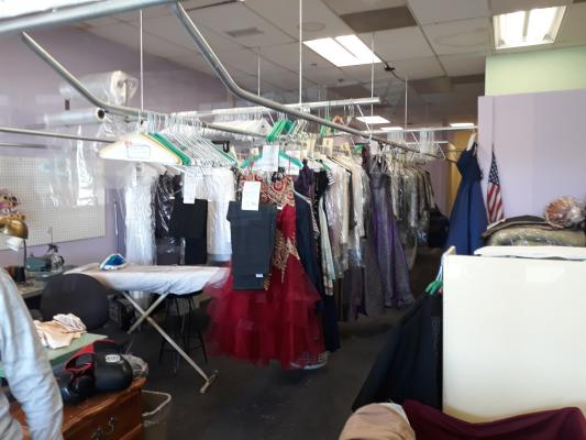 Corona, Riverside County Dry Cleaners Agency, Alteration Service For Sale