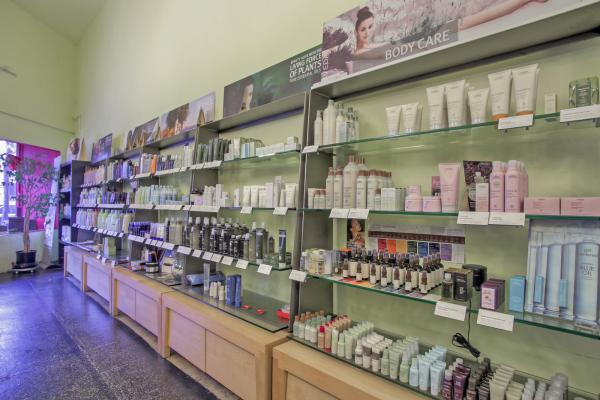 Spa And Salon- With Large Retail Income, Profitabe Business For Sale