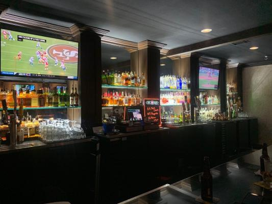 North Orange County Cocktail Bar For Sale